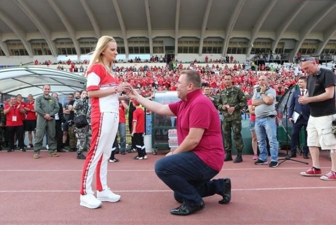 Спортен журналист предложи брак по време на юбилея на ЦСКА
