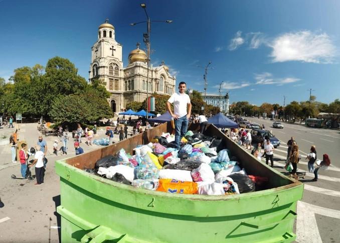 Грандиозен рекорд! 27 тона капачки събраха варненци пред Катедралата!