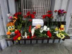 Цветя пред Руското консулство във Варна