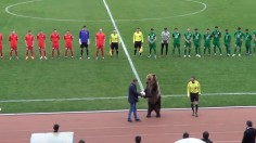 Видео: Мечка даде началото на мач в Русия!