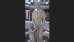 """Премахнаха """"Неприлична"""" статуя в католическо училище, предизвикала скандал"""