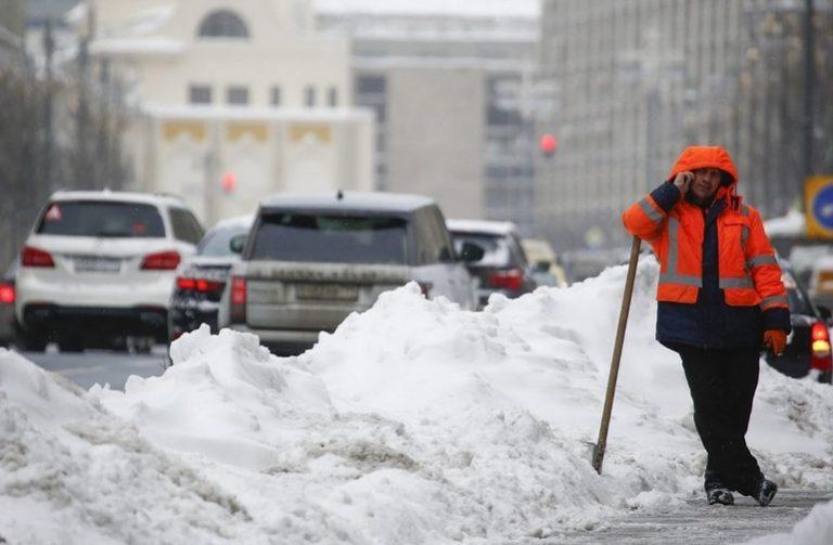 """Москва е затисната под """"снеговалежа на века"""""""
