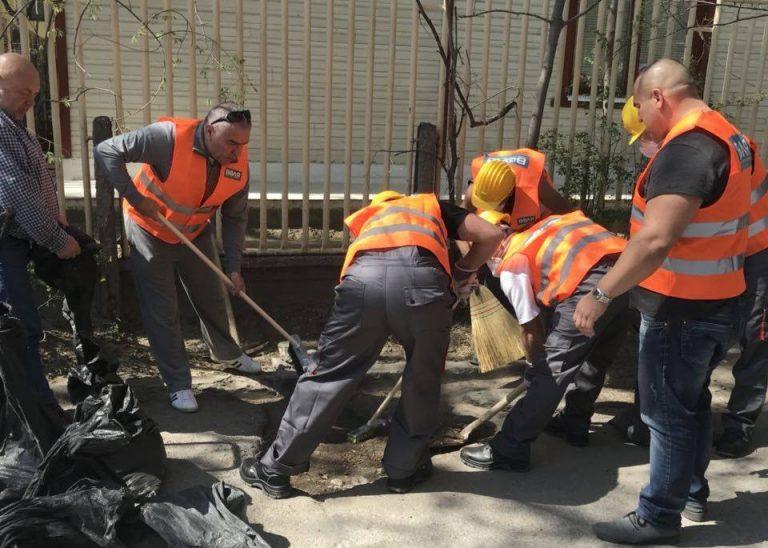 Марешки запълва улични дупки из Варна