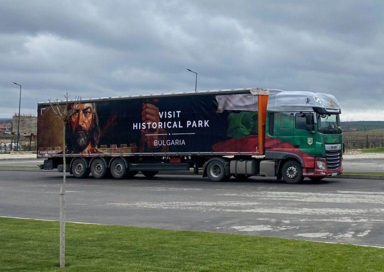 Българска фирма за превози украси по уникален начин своите камиони